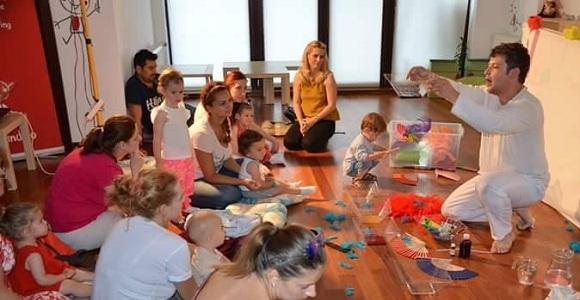 Culori (2016) spectacol produs de compania Teatrul din Podul Meu pentru copii cu varsta intre 1 si 3 ani.